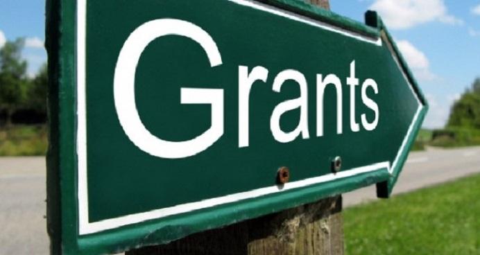 Green arrow with Grants written on