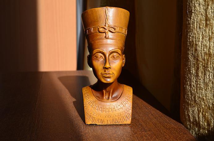 Ancient Egyptian statue. Photo by Igor-Konakov (Unsplash)