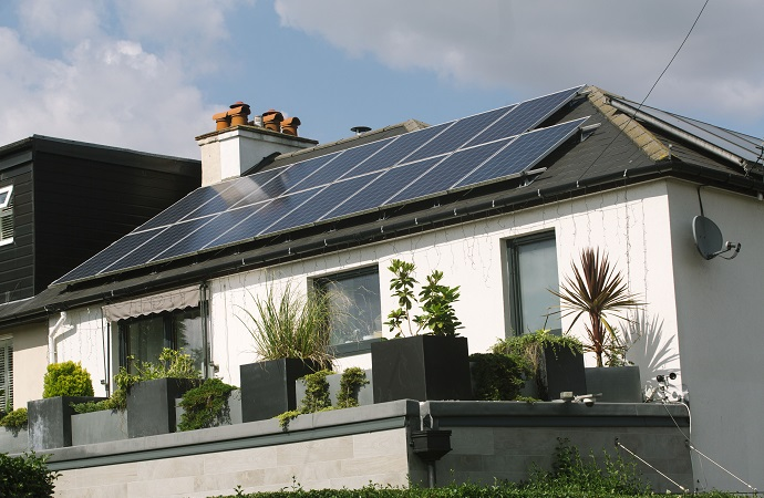 One home with 'Energiesprong' solar panneling