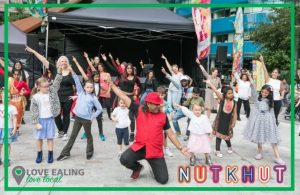 Group learning Bollywood dance - Nutkhut – Kois Miah